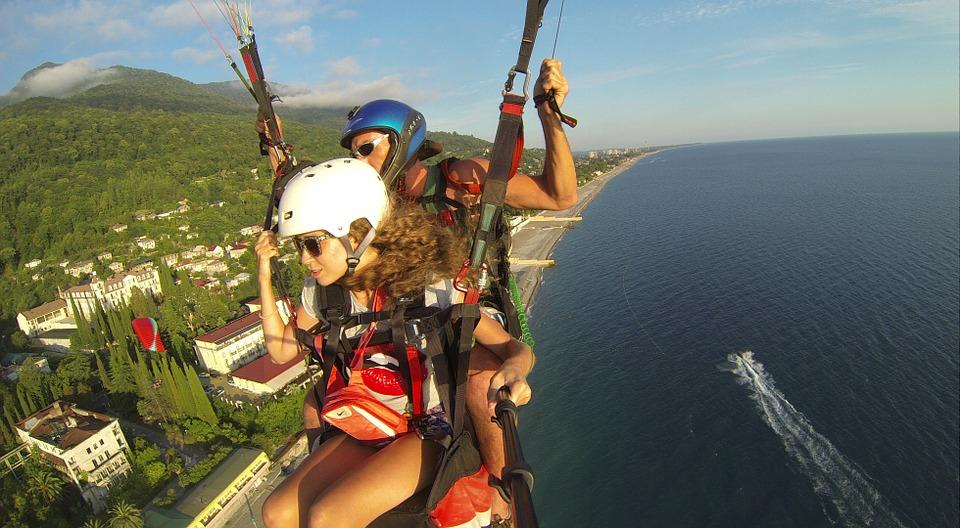 paraglider-536642_960_720